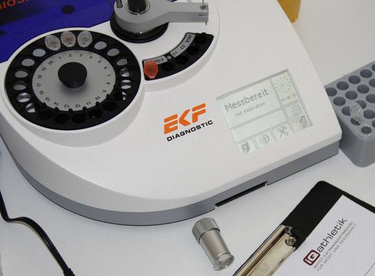 Laborgerät zum Analysieren der Blutproben