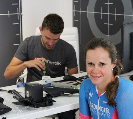 Bikefitting im Triathlon beginnt bei den Füßen: Einstellen der Pedalplatten (Cleats) an den Radschuhen