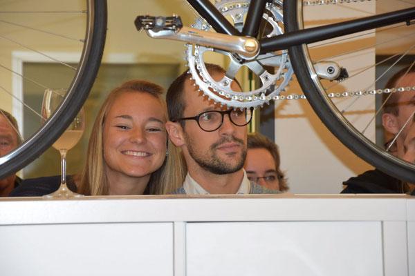 Laura-Sophie Usinger (Mitarbeiterin von iQ athletik) und Patrick Lange,  der Sensationsdritte des Ironman in Hawaii