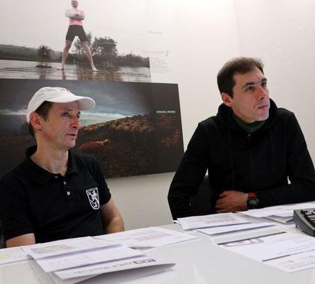 Stunde der Wahrheit: Bernd Hornetz und sein Vereinskollege Alexej warten gespannt auf die Ergebnisse der Leistungsdiagnostik.