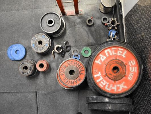 Heavy Metal - ohne Scheibengewichte geht es nicht im Langhanteltraining! Muskelkrafttraining braucht ausreichend Widerstand