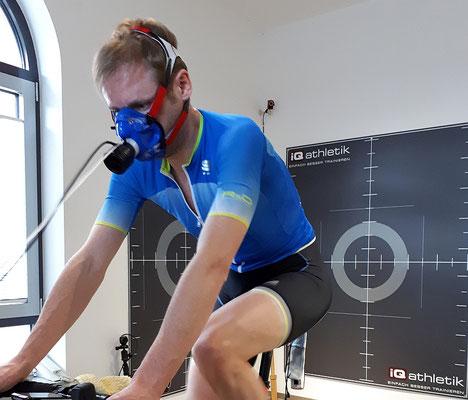Leistungsdiagnostik auf dem Hochleistungs-Fahrradergometer zum Bestimmen der optimalen Trainingsbereiche