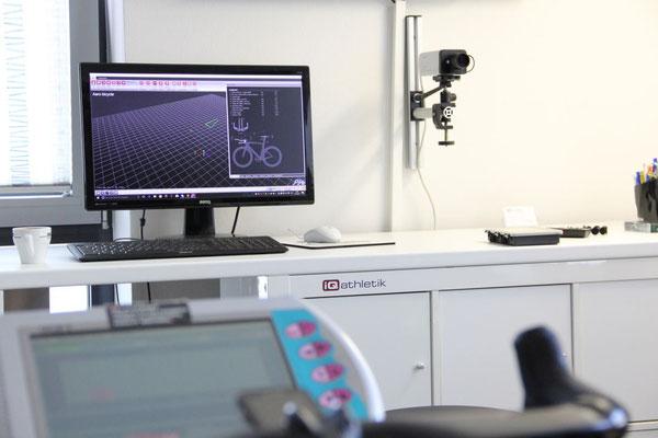 Zum Dokumentieren der Veränderungen durch das Bikefitting wird eine exakte Radvermessung mit Hochleistungssensoren durchgeführ