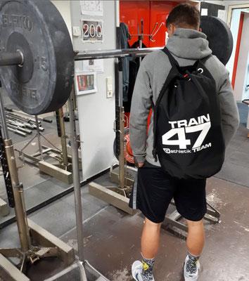 Dampf auf dem Kessel! Auch das TRAIN 47 Team von iQ athletik trainiert regelmäßig an der Hantel