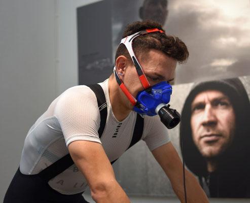 Der Mountainbiker Julian Stumpf bei der Leistungsdiagnostik