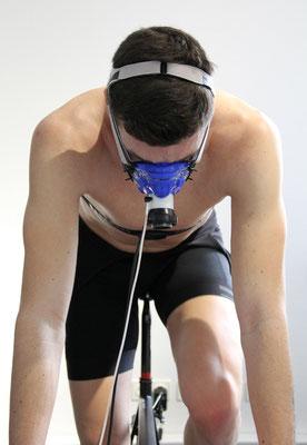 Konzentriert: Triathlet Franz Löschke bei der Leistungsdiagnostik