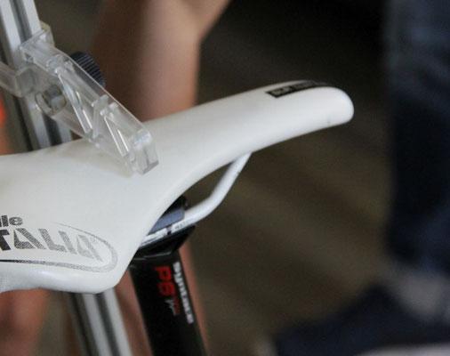 Die Einstellungen am Fahrrad werden so lange vorgenommen, bis die optimale individuelle Sitzposition gefunden ist
