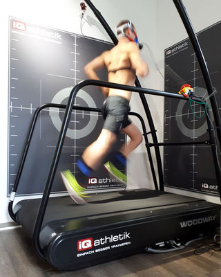 Schnell! Patrick Lange, der derzeit beste Läufer auf der Ironman-Distanz, bei der Leistungsdiagnostik auf dem Laufband