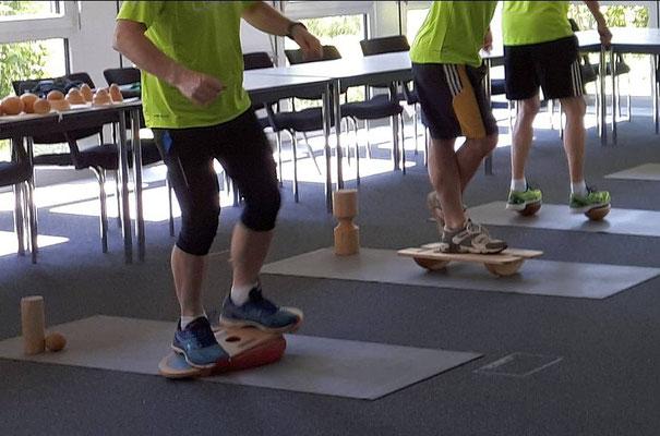 Spielerisches Fitnesstraining im Unternehmen vor Ort