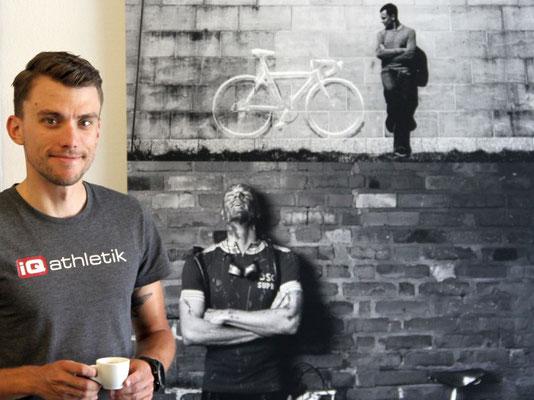 Zurück von der internationalen Science & Cycling Konferenz vom Austausch mit führenden Bikefitting-Experten und jetzt im Alten Bahnhof Frankfurt-Rödelheim: der Radsport- und Fittingexperte Tobias Ohlenschläger von iQ athletik