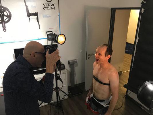 """Grosses Kino: Der Fotograf Rainer Kraus von Blende 13 hält den """"Moment"""" nach der Diagnostik für das spannende """"Habe die Ehre""""-Fotoprojekt fest."""