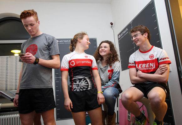 Die Eintracht Triathlon Jugend zur Leistungsdiagnostik bei iQ athletik im Alten Bahnhof Rödelheim