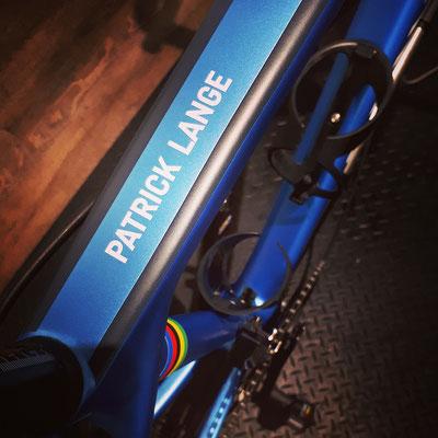 Die Weltmeisterstreifen zieren verdient das Canyon Rennrad des Ironman World Champion Patrick Lange