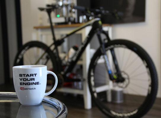 START YOU ENGINE! Das Mountainbike ist perfekt auf den Fahrer eingestellt und wartet auf den nächsten Renneinsatz