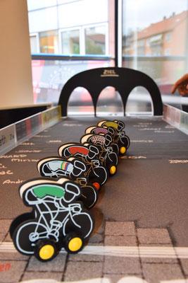 """Extra für die Premierenfeier ausgedacht und entwickelt: ein Radsportspiel für Groß und Klein (vielen Dank an Hansen Werbetechnik für die Realisation dieser """"Stammtischidee"""" :)"""