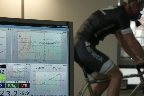 Messwerte während einer Atemgasanalyse (Spiro) zum Bestimmen der Ausdauerleistungsfähigkeit