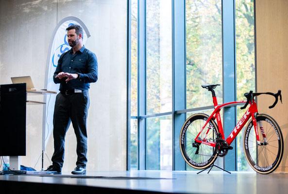 Wissen macht Ah! Phill Burt, Chef-Physiotherapeut von British Cycling, hält einen spannenden Vortrag über Bikefitting (Foto: #ISCO2018)