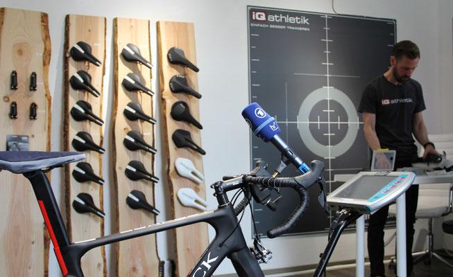 Das Rad steht im Bikefittinglabor bereit für das optimale Einstellen der Sitzposition und die Fernsehdokumentation.