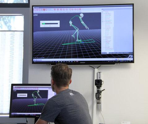 Hochleistungssensoren erfassen die markierten Punkte auf dem Körper des Sportlers. Alle Bewegungen und entstehenden Winkel werden in Echtzeit berechnet und als anschauliches 3D-Modell wiedergegeben