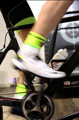 Volle Power: Während der Diagnostik müssen die Radsportler zunehmend kräftiger in die Pedale treten.
