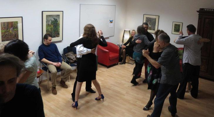 Die Praxis für Psychotherapie von Dipl.-Psych. Reimer Bierhals in Bamberg ist mit Tango eingeweiht worden - Ronda-Bild10