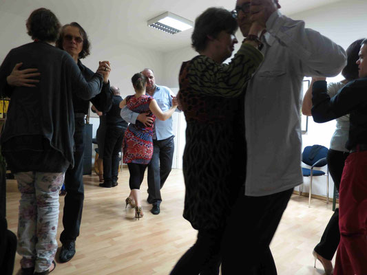 Die Praxis für Psychotherapie von Dipl.-Psych. Reimer Bierhals in Bamberg ist mit Tango eingeweiht worden - Ronda-Bild05