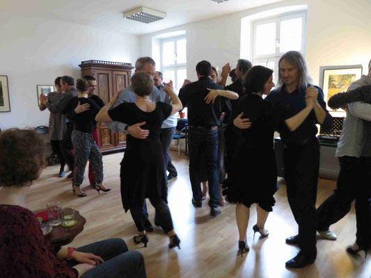 Die Praxis für Psychotherapie von Dipl.-Psych. Reimer Bierhals in Bamberg ist mit Tango eingeweiht worden - Ronda-Bild02