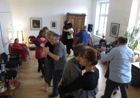 Die Praxis für Psychotherapie von Dipl.-Psych. Reimer Bierhals in Bamberg ist mit Tango eingeweiht worden - Ronda-Bild03