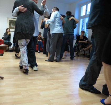 Die Praxis für Psychotherapie von Dipl.-Psych. Reimer Bierhals in Bamberg ist mit Tango eingeweiht worden - Ronda-Bild15