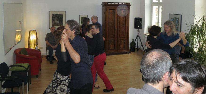Die Praxis für Psychotherapie von Dipl.-Psych. Reimer Bierhals in Bamberg ist mit Tango eingeweiht worden - Ronda-Bild04