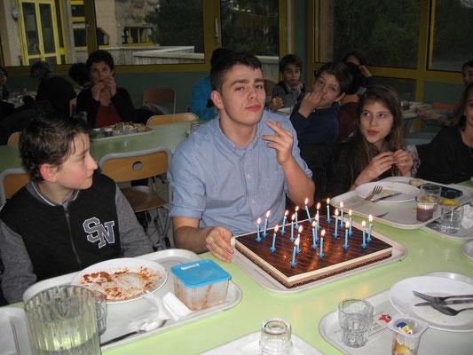 Joyeux anniversaire Gaston (comptez les bougies et vous saurez quel âge il a !)