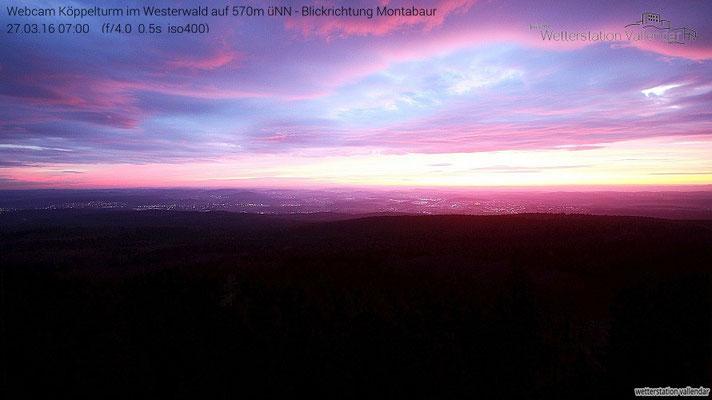 Bevor es in den nächsten Tagen wieder etwas turbulenter in Sachen Wind wird, konnte heute morgen ein ausgesprochen schöner Sonnenaufgang vom Köppel beobachtet werden.
