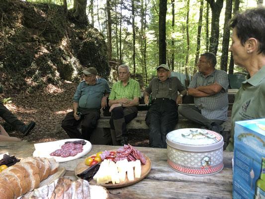für Steinbocksalami ,Steinbocktrockenfleich, Käse und Zirbenschnaps