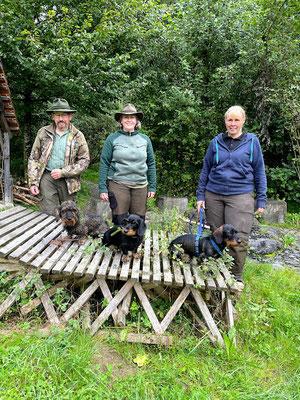 die 3 Dackel haben bestanden B. Zürcher mit Artschi vom Binzenhof, Helen Sutter mit Finia von der Schwendifluh und Katja Gerber mit Grisu vom Lärchentobel