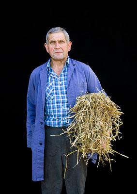 Mann mit Stroh, Appenzell, aus der Serie Brauchtum & Mensch, Schweiz 2016/2017, Swiss Photo Award 2017