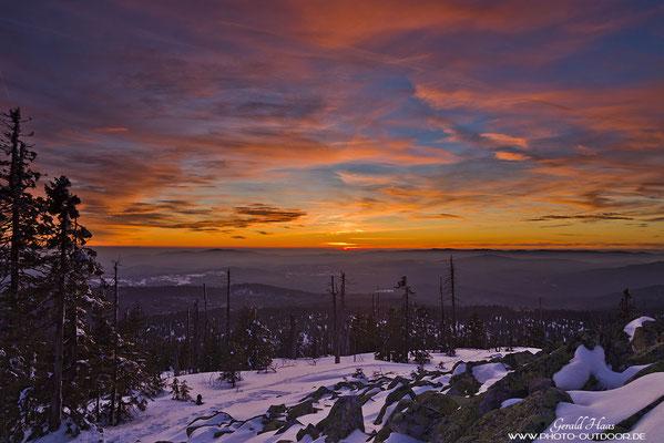 Nach Sonnenuntergang zeigt sich der Himmel in wunderbaren Farbtönen.