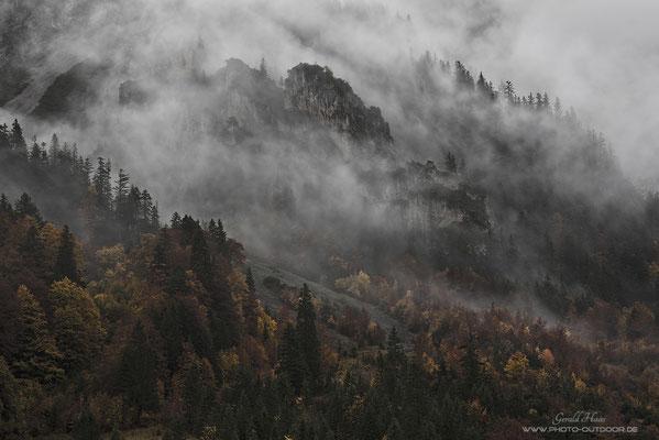 """""""Schlechtwetter"""" in den Bergen. Faszinierend zu beobachten, wie sich mit den ziehenden Wolken die Wetterstimmung nahezu jede Sekunde verändert."""