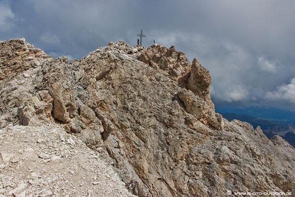Endlich oben: Gipfelaufbau Sass Rigais