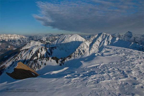 Am Gipfel des Schönalmjochs: So habe ich mir das vorgestellt, ein traumhaufter Ausblick in die winterliche Berglandschaft!