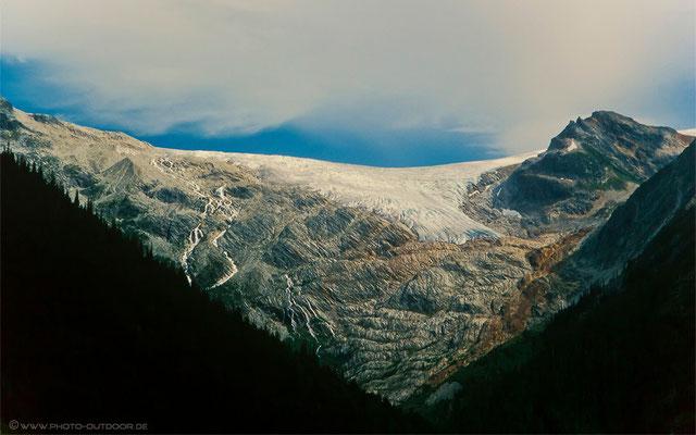 Gletscherzunge auf dem Weg ins Tal.