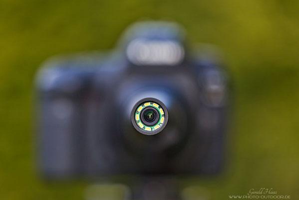 Von vorn betrachtet: An der Spitze des Laowa 24mm Macro Probe sind ringförmig LED´s angebracht zur besseren Ausleuchtung des Motivs und für eine leichtere Entfernungseinstellung.