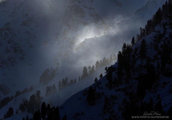 Jede Minute tauchen Lichtspots an unterschiedlichen Stellen auf und machen das Fotografieren unheimlich spannend.