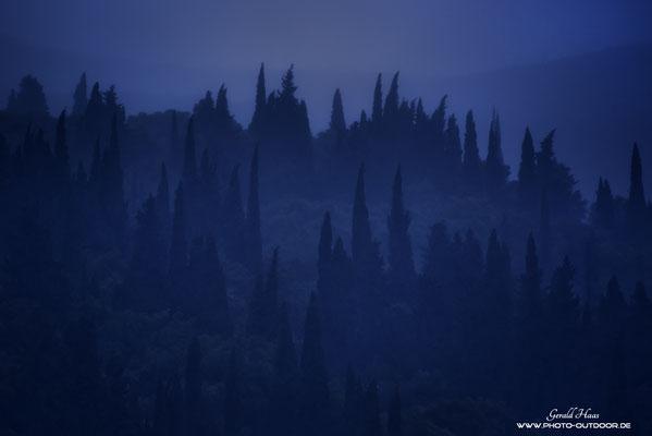 Korfu kann auch anders: Eine beeindruckende Regenfront verfinstert den Himmel