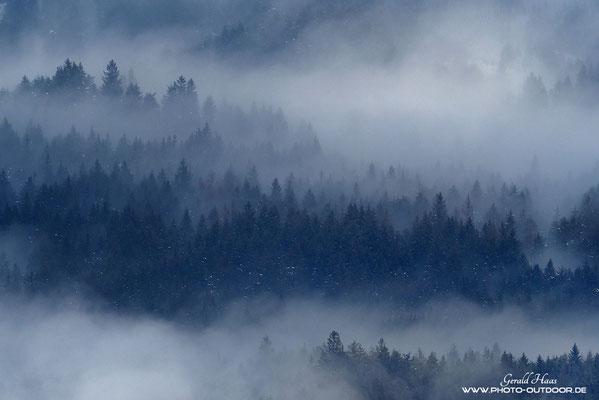 Nebel liegt über dem Inntal...
