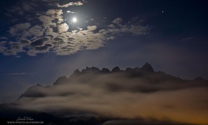 Die Sextener Dolomiten im Mondlicht.