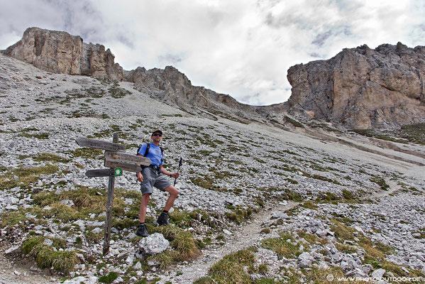 Hier verlässt man den Günter-Messner-Steig und steigt auf zur Scharte am Tullen.