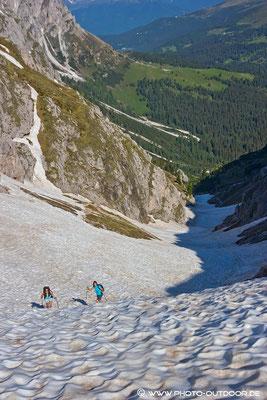 Steile Schneerinne beim Aufstieg zur Peitlerscharte