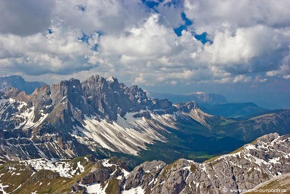 Fantastischer Ausblick vom Gipfel! (Im Hintergrund die Geislerspitzen)