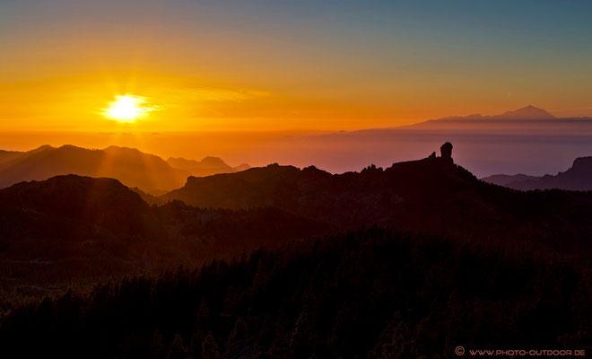Roque Nublo und Teide im letzten Sonnenlicht