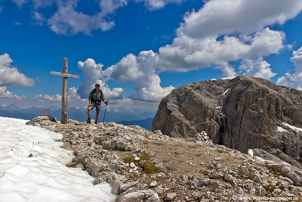 Gipfelkreuz am Kleinen Peitlerkofel.